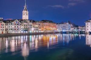 panoramisch uitzicht op het historische stadscentrum van Zürich