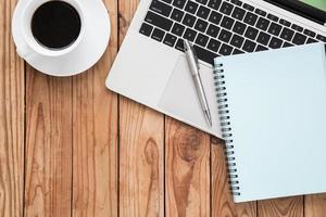 werkplek plat leggen van zakelijke tools foto