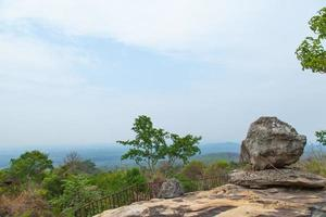 standpunt op een grote rots