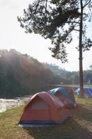 tenten in zonlicht