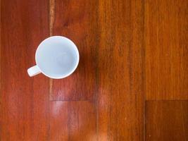 koffiekopje op houten tafel foto