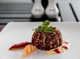 gastronomisch dessert op een bord foto