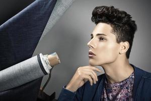 mode portret van knappe jonge man foto