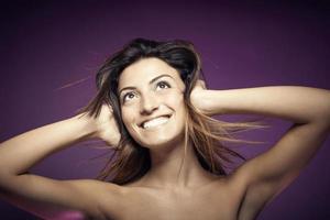 schoonheid portret van jonge lachende sexy vrouw foto