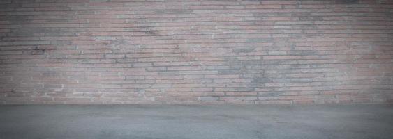 grijze cementmuur en banner van de studioruimte