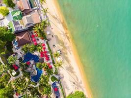luchtfoto van mooi tropisch strand op het eiland koh samui, thailand foto