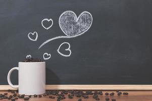 koffiemok en koffiebonen