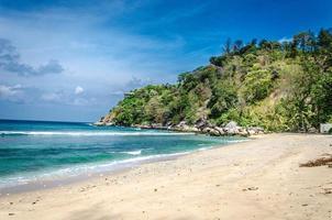 een prachtige tropische zee en strand foto