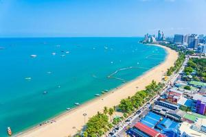 mooi tropisch strand in de stad thailand van pattaya foto