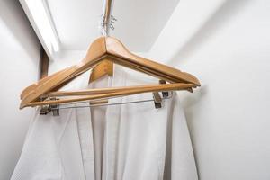 kleed en houten hangers foto