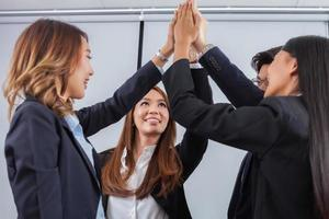collega's high fiving foto