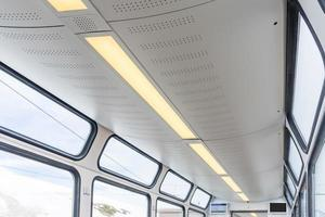 interieur van passagierstrein foto