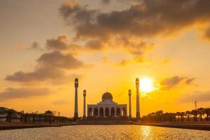 songkhla, thailand, 2020 - centrale moskee van songkhla bij zonsondergang