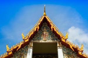 chachoengsao, thailand, 2020 - ingewikkelde kunstwerken op de wat hong thong-tempel