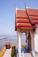 chachoengsao, thailand, 2020 - wat hong thong-tempel in de buurt van water