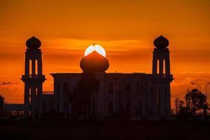 dubai, verenigde arabische emiraten, 2020 - silhouet van de grand bur dubai masjid