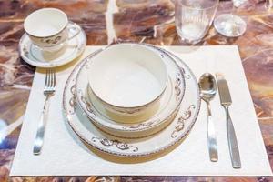 tafelsetting op de eettafel foto