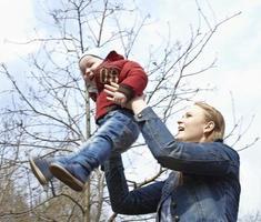 gelukkige moeder en zoon foto