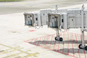 vliegtuigbrug voor passagiers die aan boord gaan