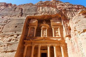al khazneh of de schatkist in petra, jordanië