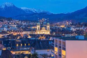 de oude stad van Luzern en het meer van Luzern, Zwitserland