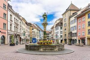 fontein op het plein fronwagplatz in schaffhausen, zwitserland