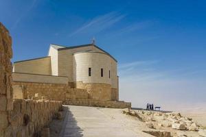 de herdenkingskerk van mozes op de berg nebo in jordanië