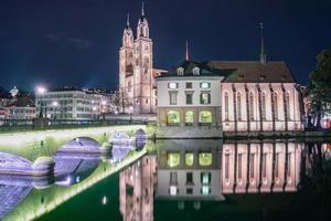 de oude stad van Zürich van de rivier de Limmat, Zwitserland, 2018 foto