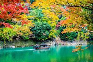 prachtige arashiyama-rivier in kyoto, japan