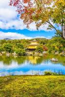 kinkakuji-tempel of het gouden paviljoen in kyoto, japan