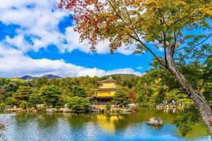 kinkakuji-tempel of het gouden paviljoen in kyoto, japan foto