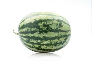 verse watermeloen geïsoleerd op een witte achtergrond