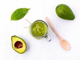bovenaanzicht van een avocado-smoothie foto
