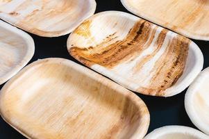 stapel biologisch afbreekbare, milieuvriendelijke papieren borden