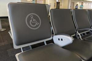 gehandicapte stoel op een luchthaven foto