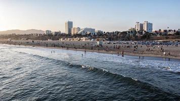 Santa Monica Beach bij zonsondergang foto