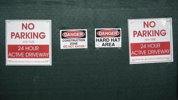 waarschuwingsborden voor de bouwplaats foto