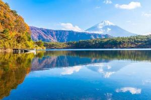 mt. fuji in japan in de herfst foto
