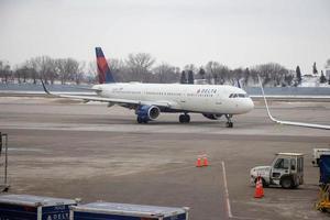 deltavliegtuig op een luchthaven