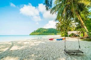 strand op een prachtig paradijselijk eiland