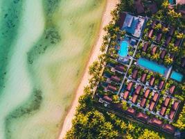 luchtfoto van een prachtig tropisch strand