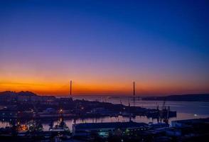 stadsgezicht met zonsopgang in Vladivostok, Rusland foto