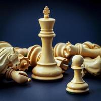 schaakstukken op een blauwe achtergrond foto