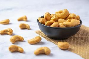 bovenaanzicht van geroosterde cashewnoten foto