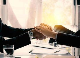 onderhandelingen en zakelijk succesconcept foto