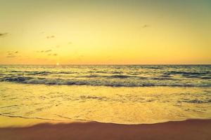 zonsondergang over de zee foto
