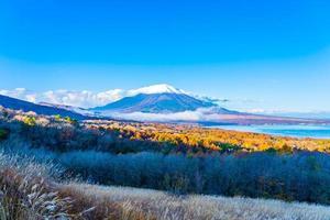 fuji-berg bij yamanakako of yamanaka-meer in japan