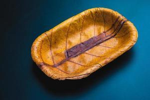 kom gemaakt van bladeren