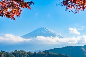 landschap op mt. fuji in japan in de herfst foto