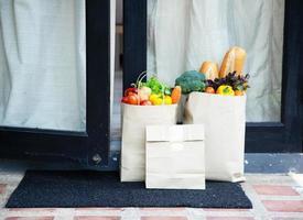 foodserviceproviders. thuisblijven verminderen de verspreiding van het covid-19-virus